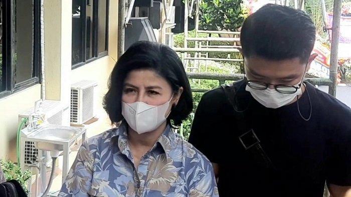 Desiree Tarigan akan menjalani pemeriksaan polisi di Polres Metro Jakarta Selatan, Senin (3/5/2021). Pemeriksaan Desiree Tarigan ini terkait kasus dugaan penyerobotan tanah atas laporan Muliana Tarigan--ibunda Desiree Tarigan-- terhadap Hotma Sitompul.