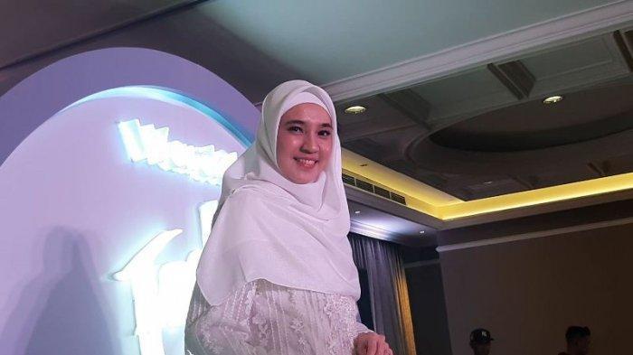 Dhini Aminarti saat ditemui di peluncuran white secret pure treatment essence organic edelweis extract di Jakarta Selatan, Kamis (16/1/2020).