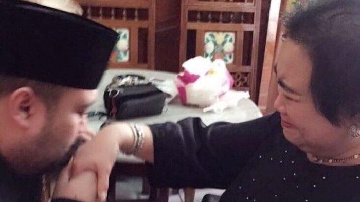 Rachmawati Soekarnoputri Meninggal Dunia, Didi Mahardika Unggah Foto Sedang Mencium Tangan Ibunya