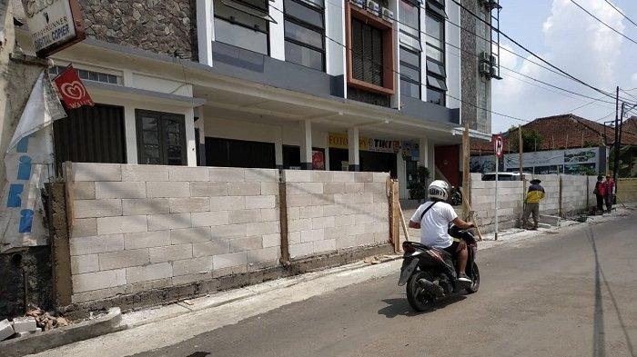 WARGA GUGAT Setukpa Polri Atas Tuduhan Tutup Akses Jalan Prana Sukabumi dengan Tembok