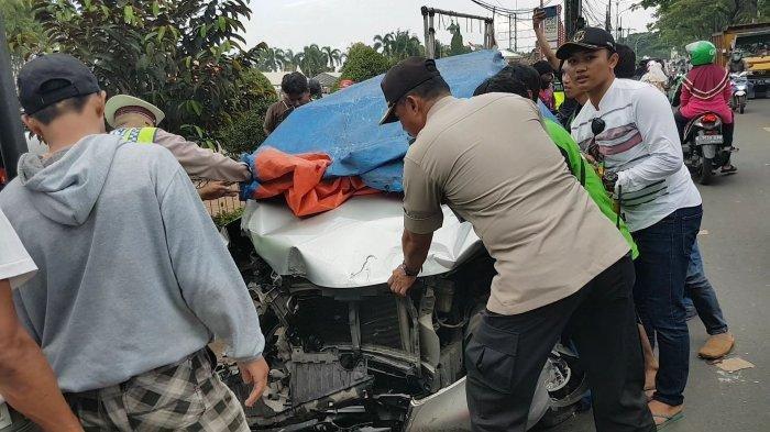 Dihajar Toyota Avanza, Pengendara Ojol Meregang Nyawa Sementara 3 Pengendara Motor Lainnya Kritis