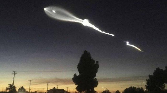 VIRAL! Video Penampakan Sinar Putih Melintas di Langit, Masyarakat Menduga UFO