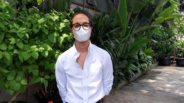 Dikta, vokalis Yovie & Nuno, di kawasan Kemang, Jakarta Selatan, Jumat (5/3/2021). Selama pandemi, Dikta sama sekali tidak manggung off air.