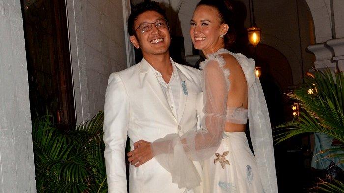 Nadine Chandrawinata dan Dimas Anggara menggelar pesta pernikahan di Resto Batavia Marina, Ancol, Pademangan, Jakarta Utara, Minggu (15/7/2018).