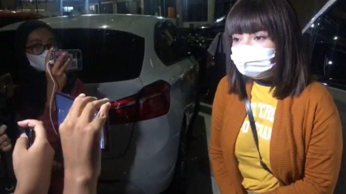 Dengan Wajah Pucat, Malam-malam Dinar Candy Datangi Polres Jaksel, Ditanya Ini Oleh Penyidik