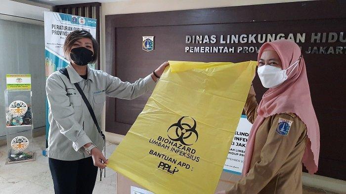 Tangani Limbah Covid-19, Dinas Lingkungan Hidup DKI Jakarta Dapat Bantuan APD dan Plastik dari PPLI