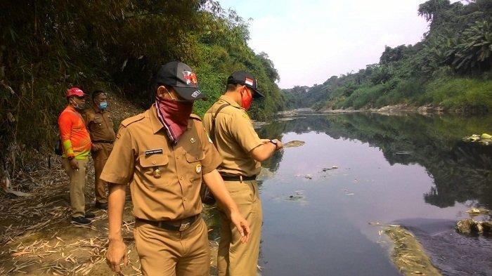 Dinas Lingkungan Hidup Kota Bekasi Ambil Sampel Air Sungai di Perbatasan Bogor