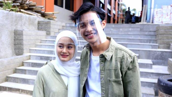 Dinda Hauw bersama Rey Mbayang di TransTV, Jalan Kapten Tendean, Mampang Prapatan, Jakarta Selatan, Senin (21/12/2020).