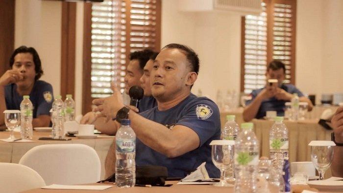 Pengusaha Dipo Latief berbicara dalam pengukuhan pengurus Big Bike Community Chapter Jakarta.