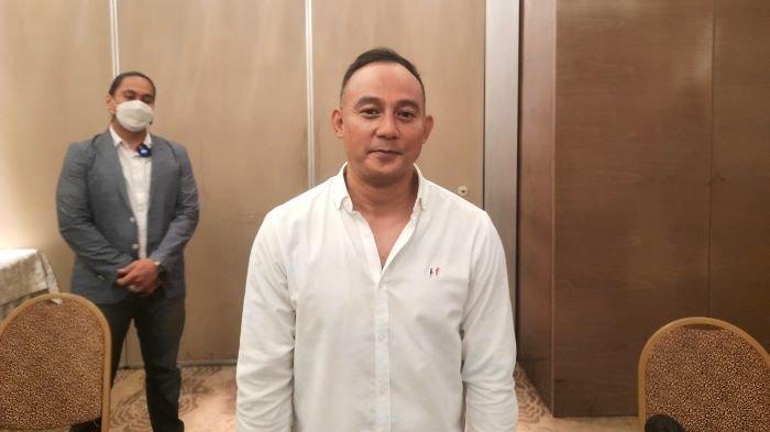 Pengusaha Dipo Latief saat ditemui di kawasan Kebayoran Baru, Jakarta Selatan, Jumat (3/9/2021). Dipo Latief membantah menelantarkan anak dari pernikahannya dengan Nikita Mirzani. Selama ini Dipo Latief mengaku akses pertemuannya dengan anak selalu ditutup Nikita Mirzani.