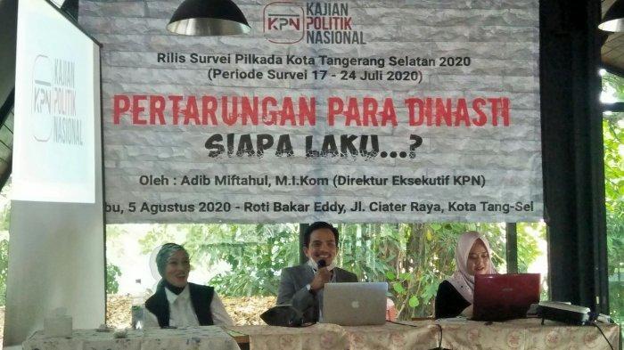 Direktur eksekutif KPN Adib Miftahul dalam diskusi politik bertajuk 'Pertarungan Para Dinasti, Siapa Laku?' di kawasan Serpong, Tangsel pada Rabu (5/8/2020).