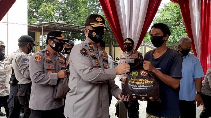 VIDEO 1.750 Paket Sembako Dibagikan Kepada Warga Jakarta Utara yang Terdampak Pandemi Covid-19