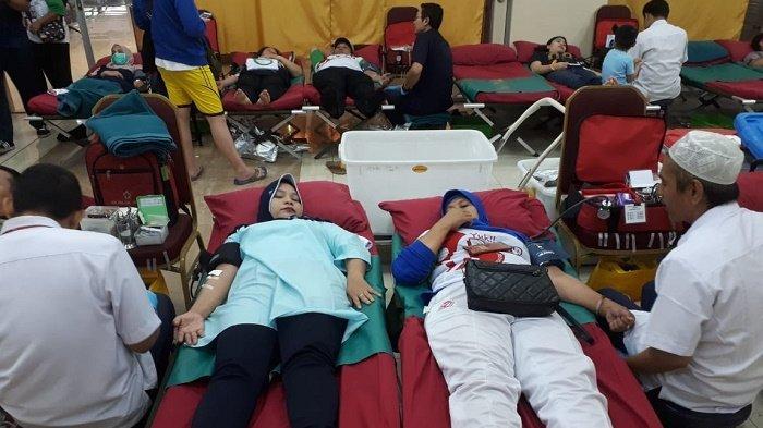 800 Warga Ikuti Lomba Agustusan Sambil Donorkan Darah di Mangga Dua Square