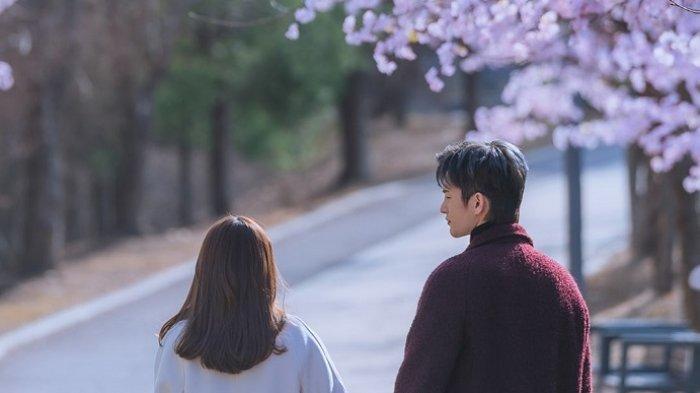 Park Bo Young dan Seo In Guk Menikmati Kencan Indah dalam Drama Korea Doom At Your Service