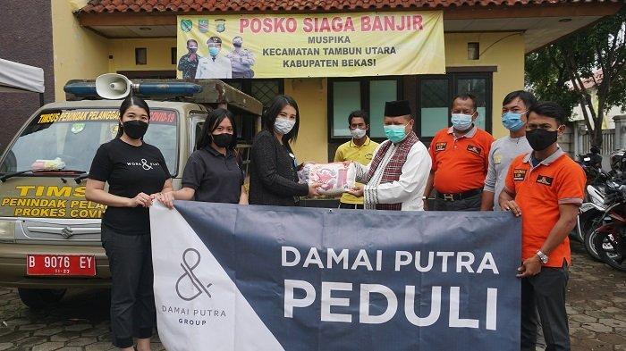DPG Serahkan Bantuan Pangan ke Korban Banjir di Desa Srimukti dan Desa Samudrajaya Kabupaten Bekasi