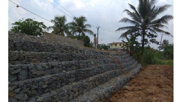 Pemasangan bronjong pada Ruas Jalan Cilejet – Tenjo