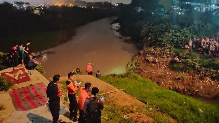 BREAKING NEWS: Dua Bocah Tenggelam di Kali Bekasi Setelah Terpeleset Saat Bermain