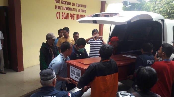 Tak Ada Sepatah Kata dari Keluarga Terucap di Saat Prosesi Pemakaman Bomber Melayu