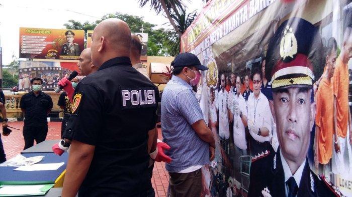 VIDEO: Dua Penyebar Hoaks Satpam Korban Corona Diringkus Polres Jakarta Barat