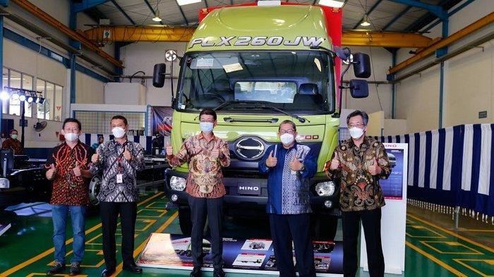 Hino Luncurkan Dua Amunisi Barunya, Truk Logistik Ranger FLX 260 JW dan Bus Hino R 260 AS