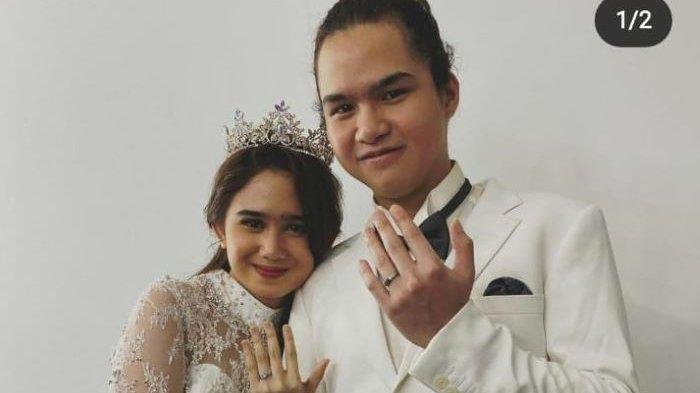 Dul Jaelani dan Tissa Biani memamerkan cincin di jari manis tangan kiri mereka masing-masing di akun Instagram, Minggu (7/2/2021) malam.