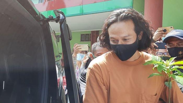 Dwi Sasono sesaat setelah dibebaskan dari RSKO Cibubur, Jakarta Timur, Jumat (27/11/2020) pagi.