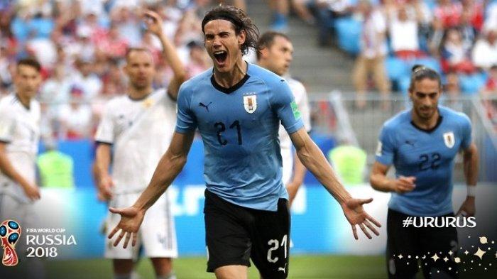 Edison Cavani mencetak gol ketiga Uruguay ke gawang Rusia