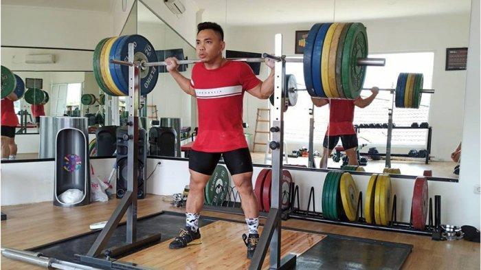 Eko Yuli Irawan atlet angkat besi sedang berlatih persiapan Olimpiade Tokyo