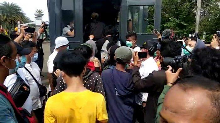 Polisi Tangkap Empat Orang Bawa Bom Molotov, di Tomang yang Incar Glodok