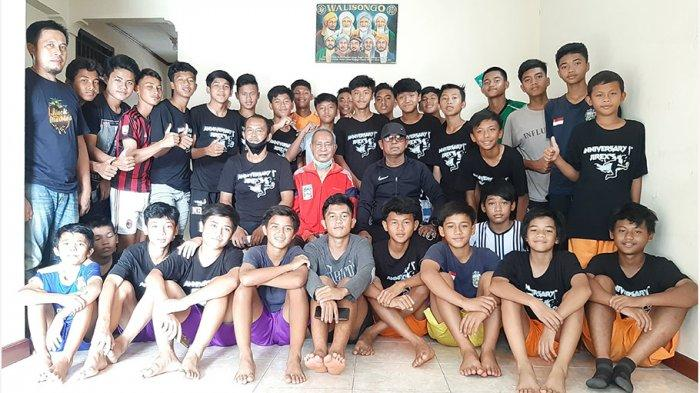 Emral Abus 'Guru Besar' Sepak Bola Indonesia Berikan Arahan Kepada Pemain Jirex's Football Academy