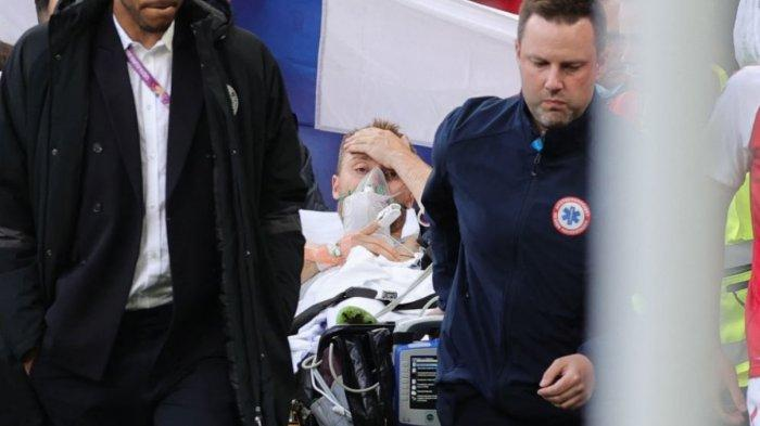Pemain Timnas Denmark Christian Eriksen tampak sudah siuman setelah tiba-tiba kolaps saat berlangsung laga melawan Finlandia. Kecepatan penanganan kasus Eriksen bikin decak kagum