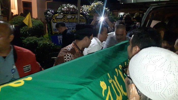 Jenazah Eril Ario Ristanto Dardak Dimakamkan di TPU Tanah Kusir Kamis