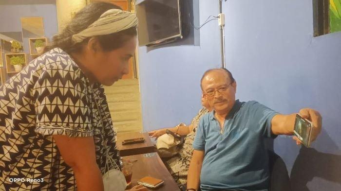 Sutradara Erros Djarot berbincang terkait pemutaran kembali film Tjoet Nja Dhien di bioskop Indonesia, Senin (17/5/2021) malam. Film Tjoet Nja Dhien akan diputar di bioskop mulai Kamis (20/5/2021) setelah dilakukan restorasi di Belanda.