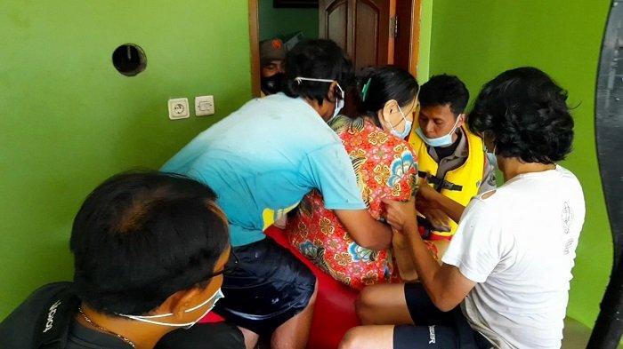 Banjir 2 Meter Tenggelamkan Perumahan Duren Villa Karang Tengah, Evakuasi Warga Berlangsung Dramatis