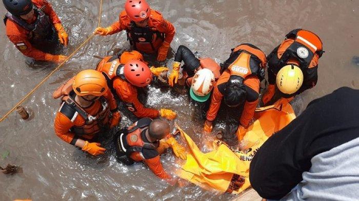 3 Tim SAR Gabungan Evakuasi Jasad Bocah yang Terseret Arus dan Tenggelam di Kali River Park