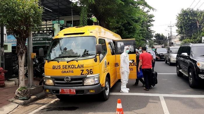 Jumlah Pasien Covid-19 yang Dievakuasi Pakai Bus Sekolah Menurun, Rata-rata 50 Orang per Hari