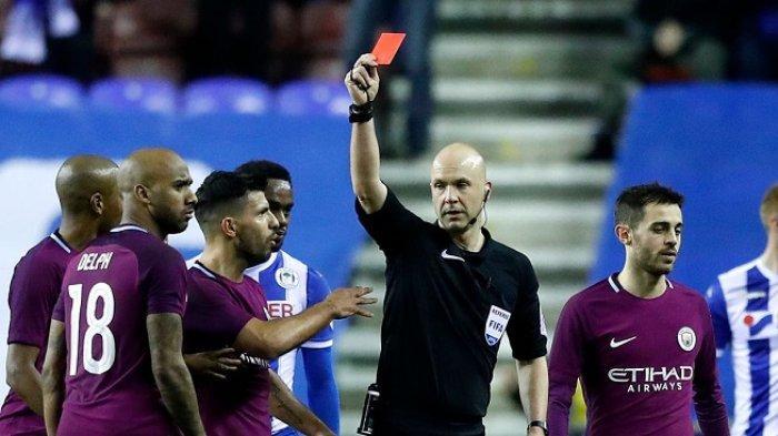 Manchester City Pasrah Fabian Delph Dapat Skorsing Tiga Laga