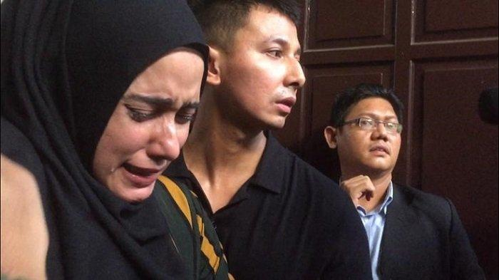 Fairuz A Rafiq Menangis di Sidang Pengadilan saat Jadi Saksi Kasus Ikan Asin