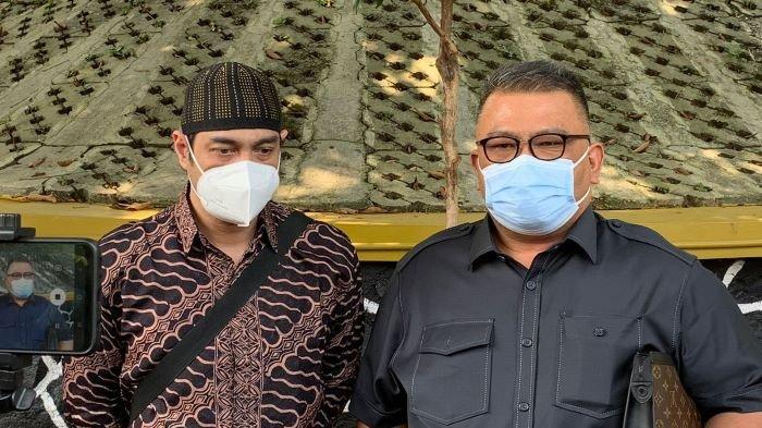 Pemain sinetron Ferry Irawan langsung menjatuhkan talak tiga ke Anggi Novita saat sidang perdana perceraiannya digelar di Pengadilan Agama Jakarta Selatan, Kamis (26/8/2021).