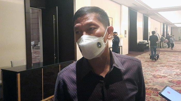 Direkur Olahraga Persija Jakarta, Ferry Paulus saat diwawancarai setelah mengikuti drawing Piala Menpora 2021 di Hotel Fairmont, Jakarta, Senin (8/3/2021) malam