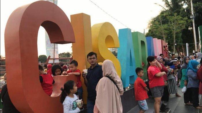 Foto-Foto Festival Cisadane Meriah, Warga Tumpah Ruah di Jalan Benteng Tangerang