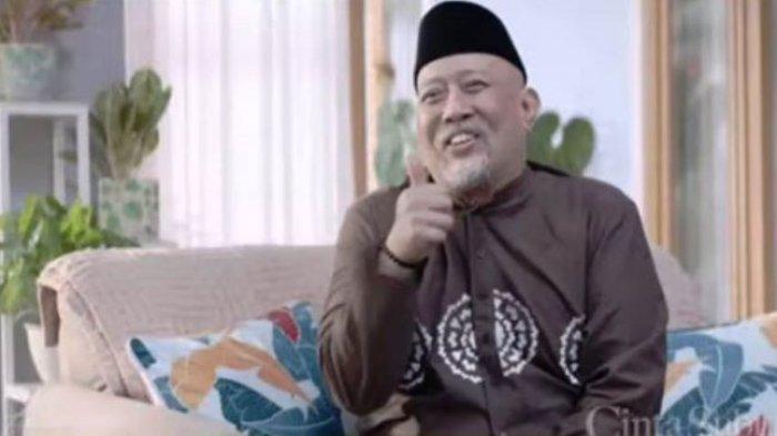 Indro Warkop saat berakting di film Cinta Subuh. Rumah produksi Falcon Pictures merilis first look film Cinta Subuh, Minggu (11/4/2021).