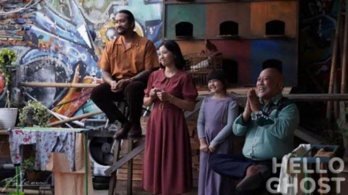 Falcon Pictures membuat film Hello Ghost versi Indonesia dan siap tayang di bioskop Indonesia. Film Hello Ghost versi Indonesia ini merupakan hasil adaptasi film horor komedi laris di Korea Selatan yang berjudul Hello Ghost yang laris dan box office di bioskop medio 2010.