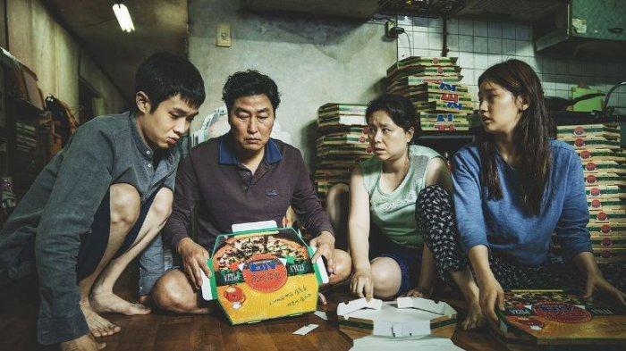 Salah satu adegan film Parasite garapan sutradara Bong Joon-ho asal Korea Selatan yang memenangi Palme d'Or Festival Film Cannes 2019.