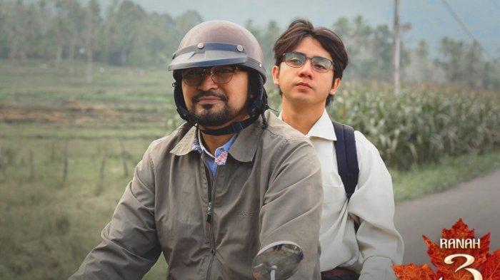 Arbani Yasiz, pemeran Alif Fikri, ketika berakting bersama David Khalik di film Ranah 3 Warna garapan sutradara Guntur Soeharjanto. Film Ranah 3 Warna akan segera ditayangkan.