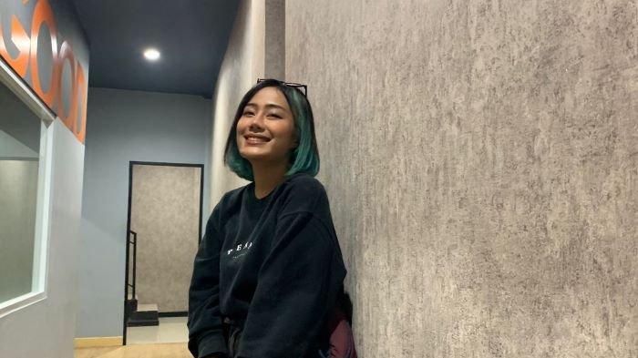 Firsabila di kawasan Ciledug, Kota Tangerang, Rabu (22/9/2021). Firsabila dikenal sebagai selebgram dan YouTuber yang juga kekasih komika Coki Pardede.