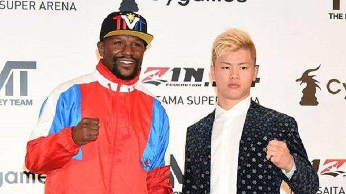 Petinju Floyd Mayweather Jr dengan petarung muda asal Jepang, Tenshin Nasukawa