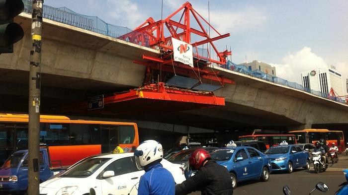 Jembatan Layang Kuningan Selatan Mulai Dihotmix