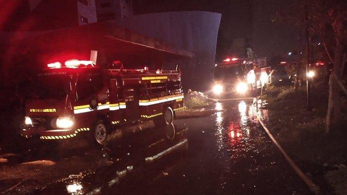 Proyek Apartemen di Dekat Jalan Layang Pesing Terbakar, 11 Damkar Dikerahkan
