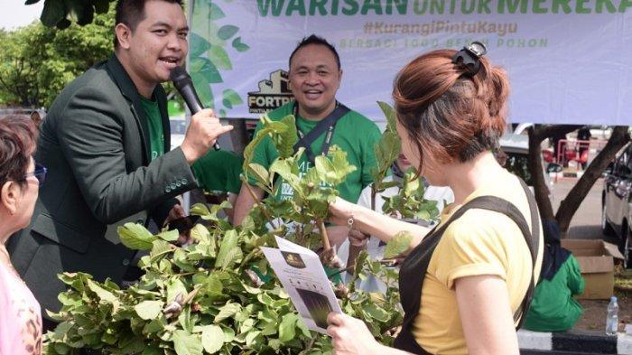 Selamatkan Hutan, Fortress Bagikan 1.000 Benih Pohon di Taman Mini Indonesia Indah